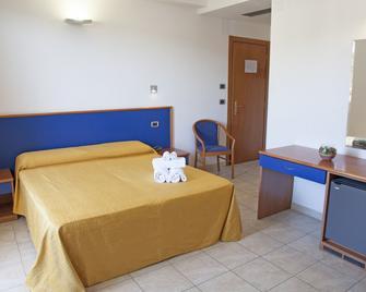 Hotel Smeraldo - Tortoreto - Schlafzimmer