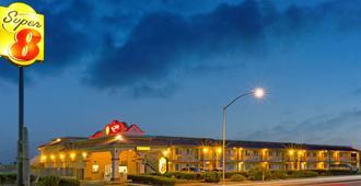 Super 8 by Wyndham Tucson Downtown Convention Center - Tucson - Gebäude