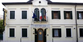 Hotel Cris - Venesia - Bangunan