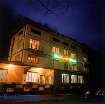 Hotel Poggio d'Oro - Riva di Solto - Gebäude
