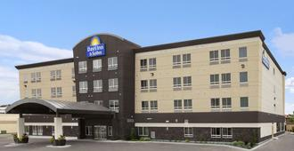 Days Inn and Suites Winnipeg Airport, Manitoba - วินนิเพก