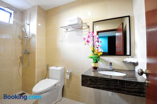 Hallmark Hotel Leisure - Malacca - Bathroom