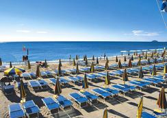 Ai Pozzi Village & Spa Hotel - Loano - Beach