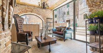 Heritage Palace Varos - Mag Quaint & Elegant Boutique Hotels - Split - Living room