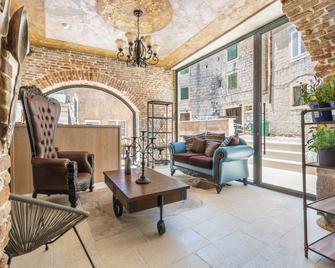 Heritage Palace Varos - Split - Living room