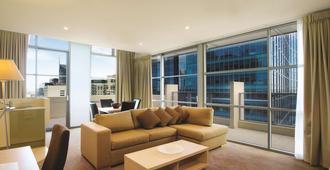 Oaks Melbourne on Lonsdale Suites - Melbourne - Living room