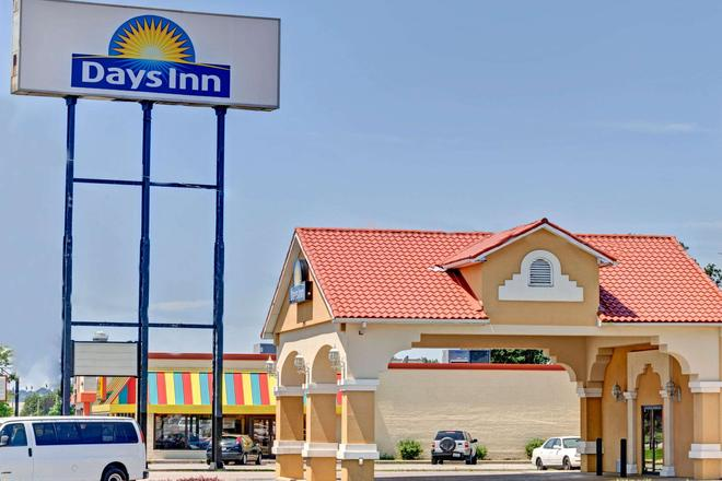 Days Inn by Wyndham Louisville Airport Fair and Expo Center - Louisville - Edificio