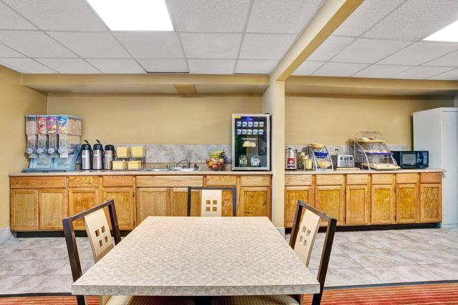 Days Inn by Wyndham Louisville Airport Fair and Expo Center - Louisville - Bufé