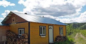 Muktuk Adventures Guest Ranch and Cabins - Whitehorse - Edificio