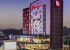 Ibis Manado City Center Boulevard - Manado - Building