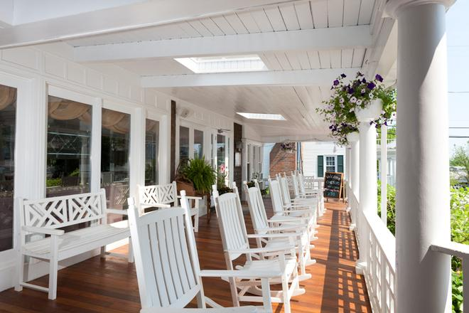Vineyard Square Hotel & Suites - Edgartown - Patio