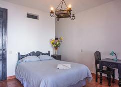 Mikaso Hotel - San Pedro La Laguna - Bedroom