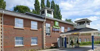 Holiday Inn Express Leeds - East - Leeds - Building