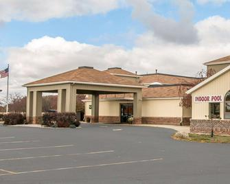 Quality Inn - Upper Sandusky - Building