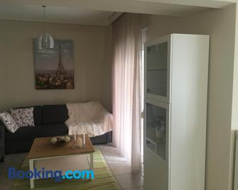 Cozy and Quiet mini City Apartment - Trikala - Wohnzimmer