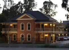 Carlyle Suites and Apartments - Wagga Wagga - Building