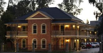 Carlyle Suites and Apartments - Wagga Wagga