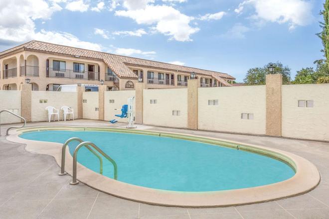 西金曼戴斯酒店 - 金曼(亞利桑那州) - 游泳池