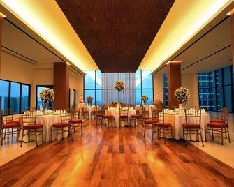 City Garden Grand Hotel - Makati - Restaurant