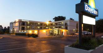 Days Inn by Wyndham Raleigh South - Raleigh - Building