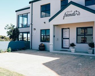 Stay At Friends - Betty's Bay - Building