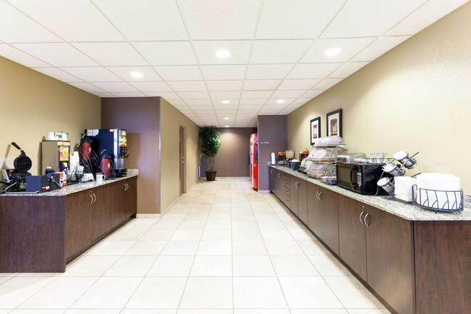 Microtel Inn & Suites by Wyndham Searcy - Searcy - Buffet