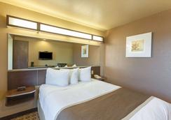 Microtel Inn & Suites by Wyndham Searcy - Searcy - Bedroom