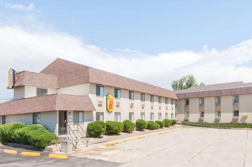 Super 8 by Wyndham Buffalo - Buffalo - Building