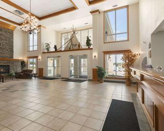 Days Inn by Wyndham High Prairie - High Prairie - Salónek
