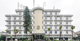 Endah Parahyangan Hotel - באנדונג