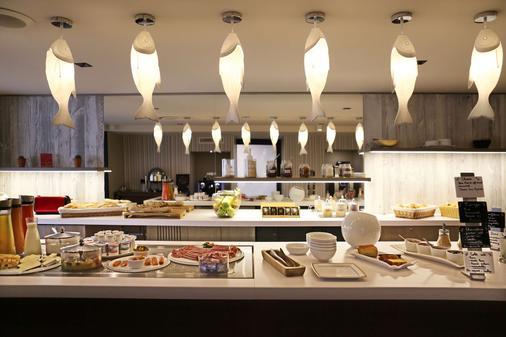 貝斯特韋斯特茱麗葉特酒店 - 馬賽 - 馬賽 - 自助餐
