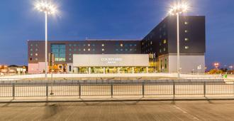 Courtyard by Marriott Warsaw Airport - Varsovia