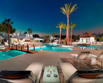 Boutique Hotel H10 White Suites - Только для взрослых - Плайя-Бланка - Бассейн
