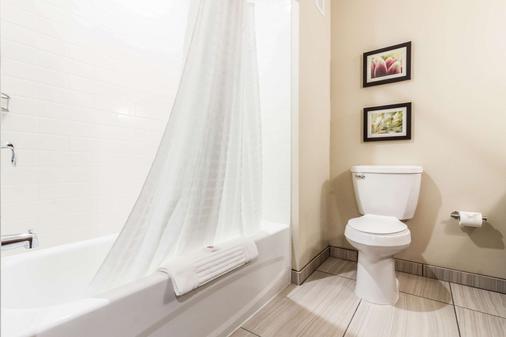 Comfort Suites University - Brookings - Baño