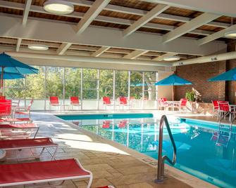White River Inn and Suites - White River Junction - Zwembad
