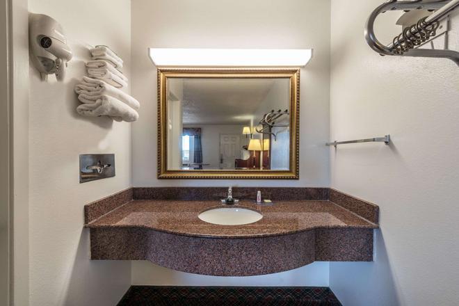 Super 8 by Wyndham Eastland - Eastland - Salle de bain