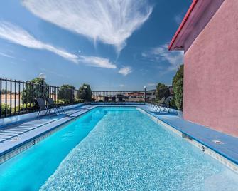 Super 8 by Wyndham Eastland - Eastland - Pool