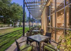 Holiday Inn Monterrey Valle - Monterrey - Innenhof
