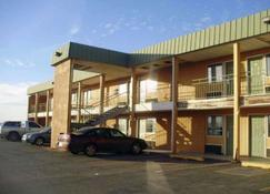 Econo Lodge - Elk City - Building