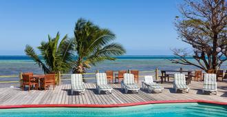 Funky Fish Beach & Surf Resort - Hostel - Malolo Island - Piscina