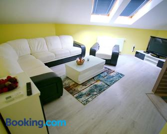 Centrum Lux Apartman - Kaposvár - Living room
