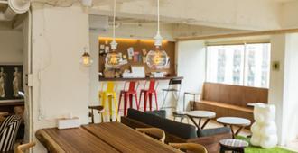 Mr Lobster's Secret Den Design Hostel - טאיפיי