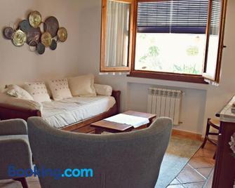 Apartamentos Turísticos La Vida De Antes - Consuegra - Living room