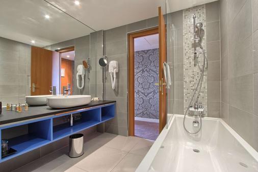Timhotel Opera Blanche Fontaine - Paris - Bathroom