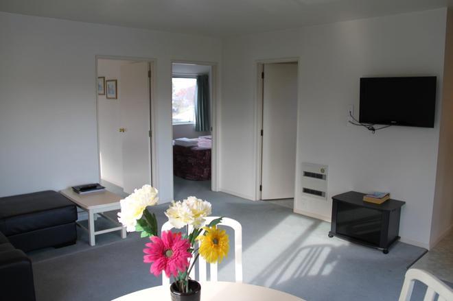 Alcala Motor Lodge - Christchurch - Living room