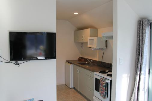 Alcala Motor Lodge - Christchurch - Kitchen