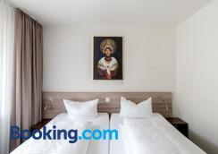 Hotel Schwarzwälder Hof - Freiburg im Breisgau - Bedroom