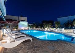 Yianna Hotel - Skala - Piscine