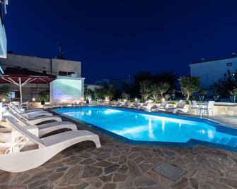 Hotel Yianna - Skala - Piscina
