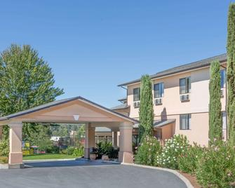 Super 8 by Wyndham Grants Pass - Grants Pass - Gebäude